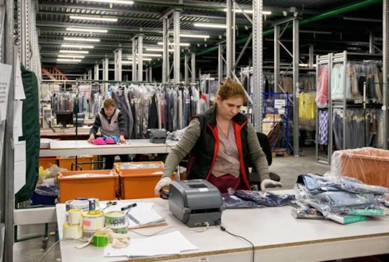 Упаковка бредовой одежды, Польша, работа в Польше