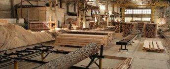 Работа на деревообрабатывающем производстве